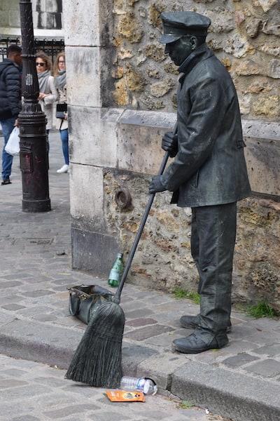 Street performer Montmartre Paris