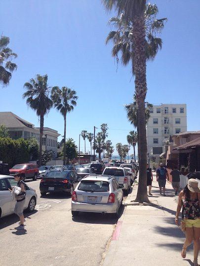Pedestrians and cars at Venice Beach 3418_1024